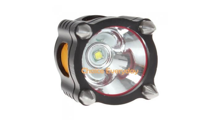 Đầu đèn có 4 đinh nhọn để tự vệ